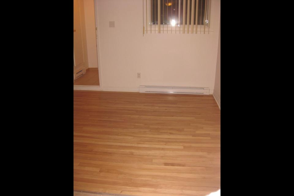 image 1 - Apartment - For rent - Montréal  (Saint-Leonard) - 4 rooms