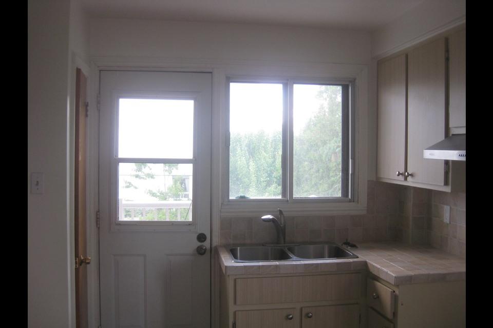 image 1 - Appartement - À louer - Montréal  (Saint-Leonard) - 4 pièces
