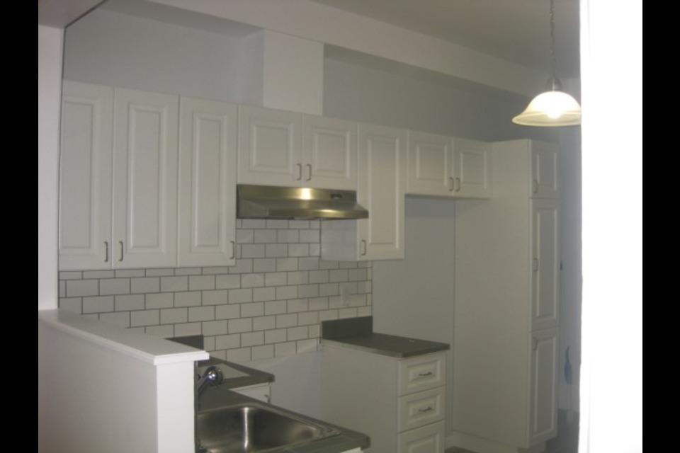 image 11 - Apartment - For rent - Montréal  (Centre-Sud) - 4 rooms