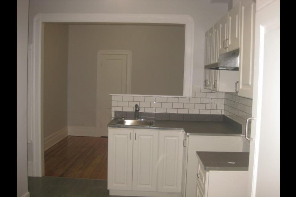 image 3 - Apartment - For rent - Montréal  (Centre-Sud) - 4 rooms