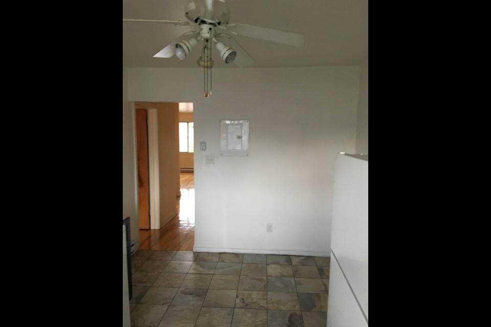 image 1 - Apartment - For rent - Montréal  (Ahuntsic) - 3 rooms
