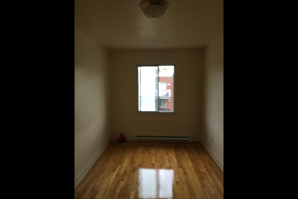 image 2 - Apartment - For rent - Montréal  (Ahuntsic) - 3 rooms
