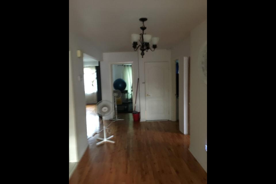 image 2 - Apartment - For rent - Montréal  (Saint-Leonard) - 5 rooms