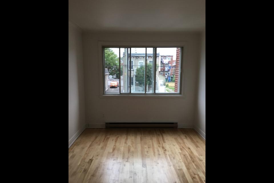 image 2 - Appartement - À louer - Montréal  (Saint-Michel) - 3 pièces