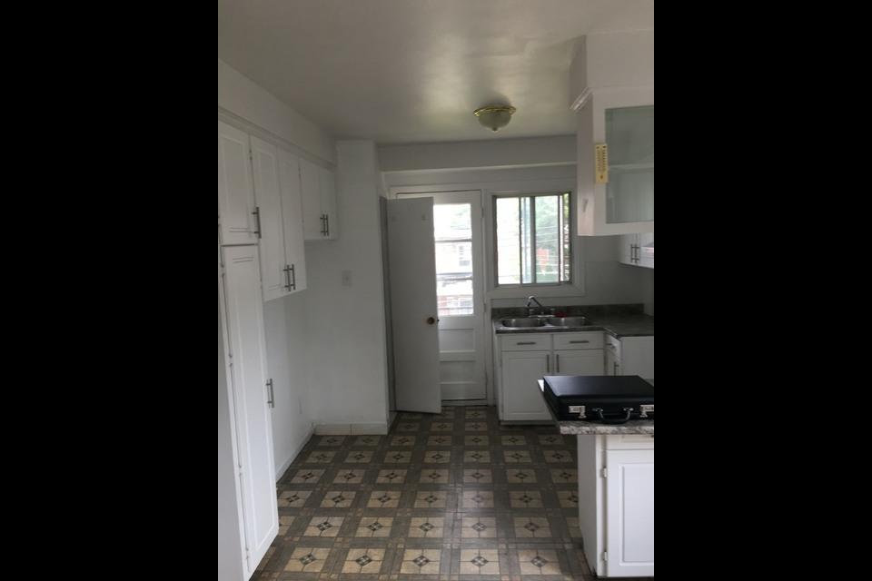 image 1 - Appartement - À louer - Montréal  (Saint-Leonard) - 5 pièces