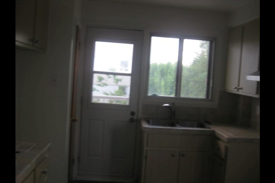 image 0 - Apartment - For rent - Montréal  (Saint-Leonard) - 4 rooms