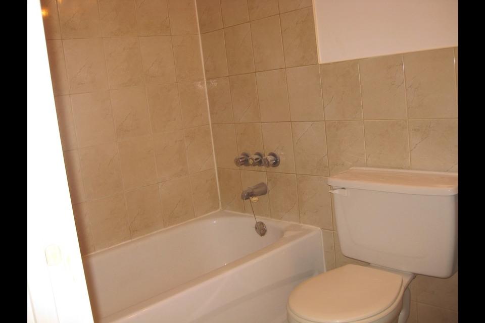 image 1 - Apartment - For rent - Montréal  (Saint-Leonard) - 3 rooms