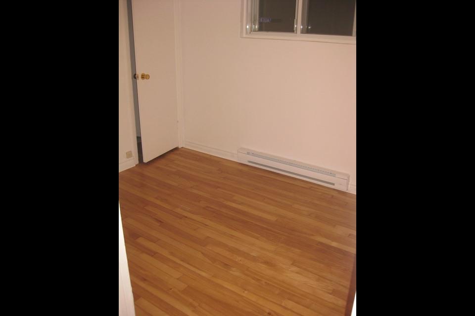 image 8 - Apartment - For rent - Montréal  (Saint-Leonard) - 4 rooms